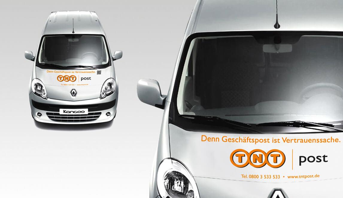 Gestaltung einer TNT Post Fahrzeugbeschriftung sowie Simulation dieser auf einem Renault: Denn Geschäftspost ist Vertrauenssache.
