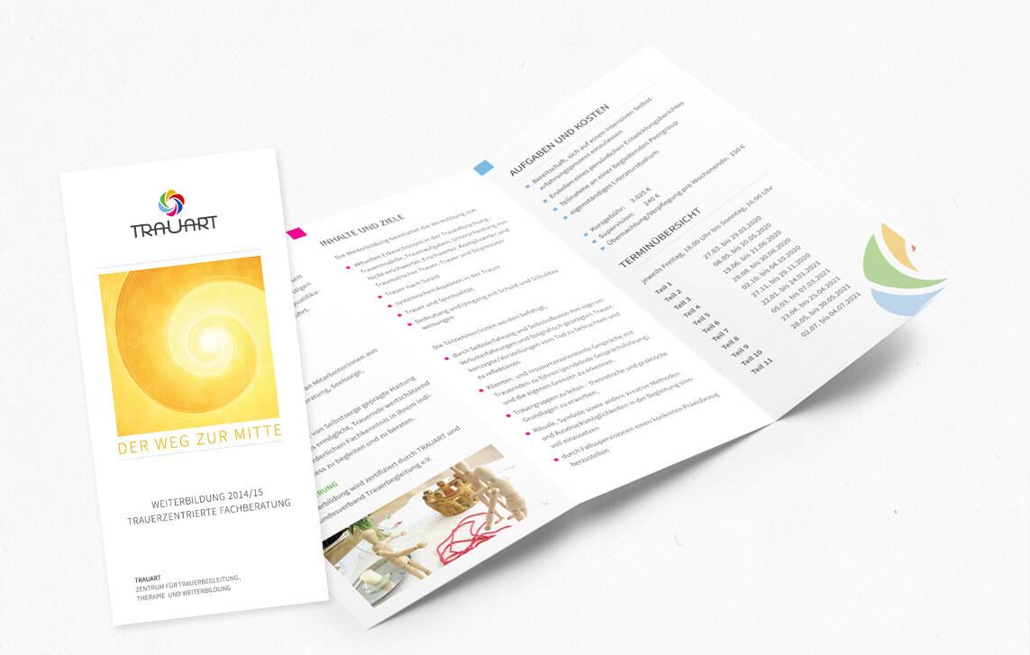 """Gestaltung und Design des Trauart Flyer """"Weiterbildungen"""" Din Lang Hochformat, 6-seitig"""
